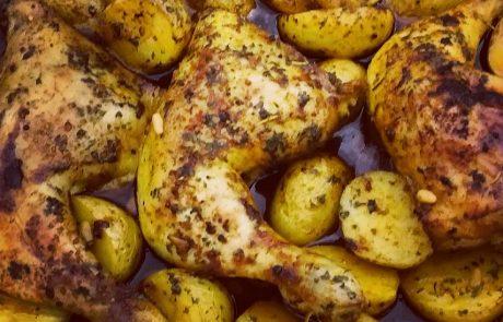 """עוף עם תפו""""א בתנור"""