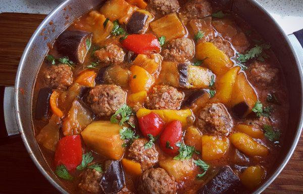 כדורי בשר ברוטב עגבניות וחצילים