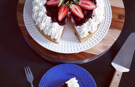 עוגת פיננסייר בקרם שמנת ופירות יער