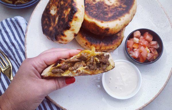 קרסה =לחם מרוקאי ממולא בשווארמה