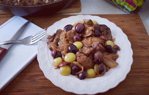 כבדי עוף בבצל מקורמל וענבים